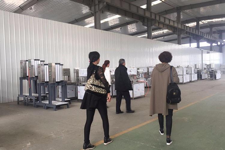 河南热博rb88客户端机客户参观仓库